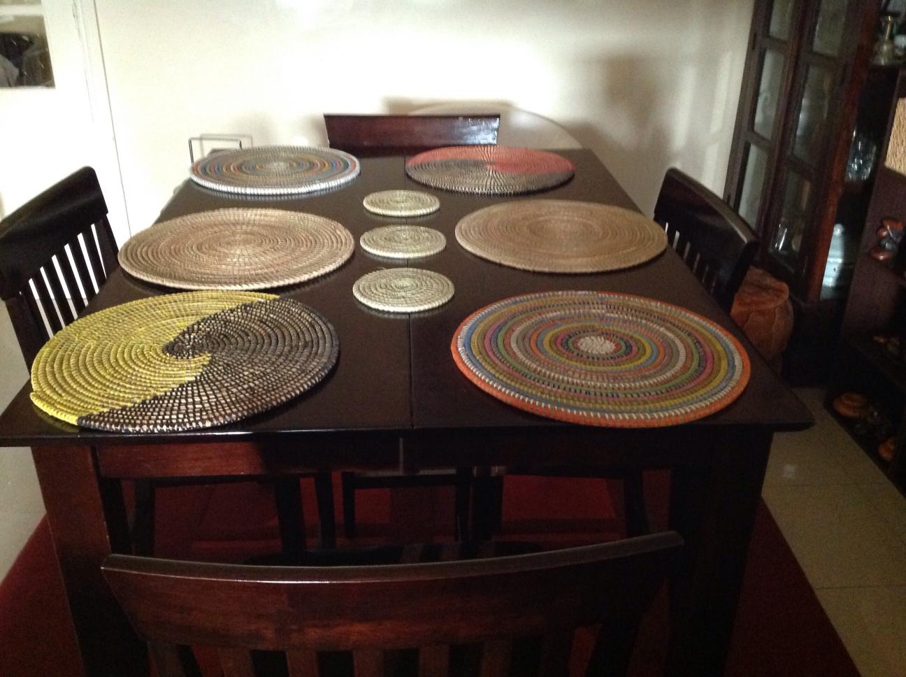int rieur linge de maison nappes sets de table set de table en layou. Black Bedroom Furniture Sets. Home Design Ideas