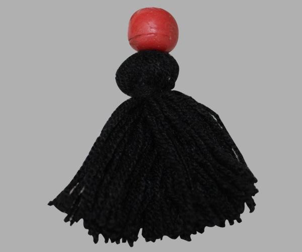 disponible avec pompon et perle rouge