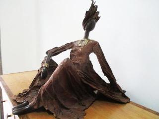 Semi alongated lady